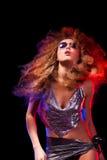 Kobieta z afro ostrzyżeniem jest dancingowym dyskoteką Zdjęcia Stock