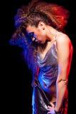 Kobieta z afro ostrzyżeniem jest dancingowym dyskoteką Fotografia Royalty Free