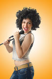 Kobieta z afro ostrzyżeniem na bielu Zdjęcie Royalty Free