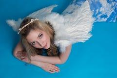 Kobieta z aniołów skrzydłami Zdjęcia Stock