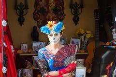 Kobieta z cukrową czaszką Obrazy Stock
