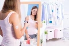 Kobieta z cukrzyca typ - 1 zdjęcia royalty free