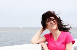 Kobieta z czego w twarzy ciosów żołnierz piechoty morskiej wiatrze Obrazy Stock