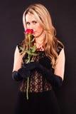 Kobieta z czerwieni różą zdjęcie royalty free