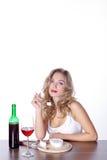 Kobieta z czerwonym winem i serem Zdjęcie Stock