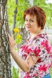 Kobieta z dandelions Fotografia Royalty Free