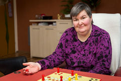 Kobieta z disablity rozwija bawić się grę Zdjęcie Royalty Free
