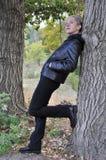Kobieta z drzewami Zdjęcia Royalty Free