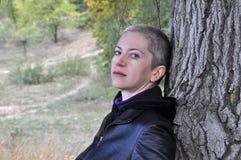 Kobieta z drzewem Zdjęcie Stock
