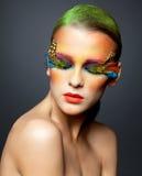 Kobieta z fałszywym piórkowym rzęsy makeup Obrazy Stock