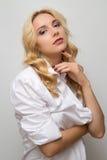 Kobieta z falistą fryzurą Obrazy Stock