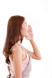 Kobieta z fartuchem ogłasza coś lub mówi Fotografia Stock