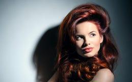 Kobieta z galanteryjną fryzurą Obrazy Royalty Free