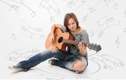 Kobieta z gitarą fotografia stock