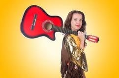 kobieta z gitarą Zdjęcia Royalty Free