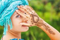 Kobieta z henna tatuażem zdjęcia royalty free