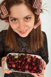 Kobieta z jagodą Zdjęcie Stock