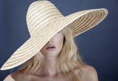 Kobieta z kapeluszem Obraz Royalty Free