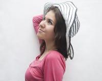 Kobieta z kapeluszem Zdjęcie Royalty Free