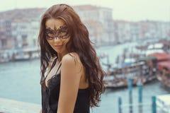 Kobieta z karnawał maską w Wenecja zdjęcia royalty free