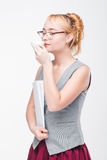 Kobieta z kawą Krzywda i korzyści kofeina zdjęcia stock