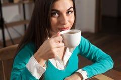 Kobieta z kawą Zdjęcie Royalty Free
