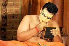 kobieta z kijem Bohaterzy Irayimman Thampi konceptualizujący i charakteryzujący w jego trzy odróżniać sztukach, Keechaka stoi out Fotografia Stock