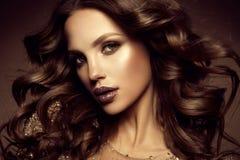 kobieta z kijem Splendoru portret piękny kobieta model z świeżym makeup i romantyczną fryzurą zdjęcie royalty free