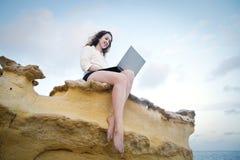 Kobieta z komputerem Obraz Royalty Free