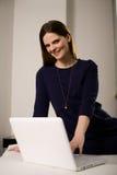 Kobieta z laptopem Zdjęcie Stock