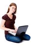 Kobieta Z Laptopem Zdjęcia Royalty Free