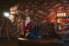 Kobieta z laptopem w loft Fotografia Stock