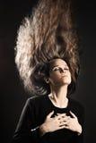 Kobieta z latać włosianego stylu fryzurę Długo zdjęcia stock
