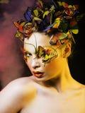 Kobieta z latem kreatywnie uzupełniał jak czarodziejski motyli zbliżenie Fotografia Royalty Free
