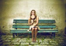 Kobieta z lollypop Zdjęcia Stock