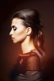 Kobieta z luksusowym fryzury i profesjonalisty makeup Zdjęcie Royalty Free