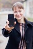Kobieta z mądrze telefonem Fotografia Royalty Free