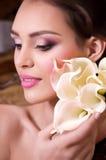 Kobieta z makeup i cennymi dekoracjami Zdjęcie Royalty Free