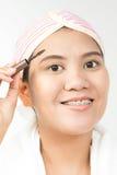 Kobieta z muśnięciem dla makijażu obrazy stock
