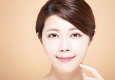 kobieta z naturalnym makeup i czystą skórą obrazy royalty free