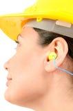 Kobieta z ochronnym wyposażeniem i zatyczka do uszu Obrazy Stock