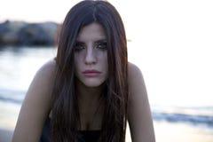 Kobieta z oczami pełno łzy niszczyć bólem obrazy royalty free