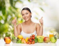 Kobieta z owoc i warzywo Obrazy Royalty Free