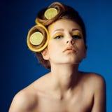 Kobieta z owoc w włosy Obraz Stock