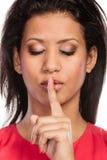 Kobieta z palcem na wargach pokazuje cisza gest fotografia royalty free