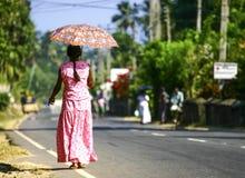 Kobieta z parasolem. Obrazy Royalty Free