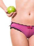Kobieta z perfect jabłkiem w ręce i ciałem Zdjęcia Royalty Free