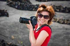 Kobieta z pfoto kamerą obraz royalty free