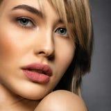 Kobieta z piękno twarzą i czystą skórą seksowne kobiety, blondynki fotografia stock