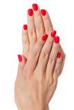 Kobieta z pięknymi robiącymi manikiur czerwonymi paznokciami Zdjęcia Royalty Free